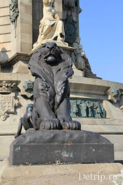 Львы охраняют памятник Колумбу