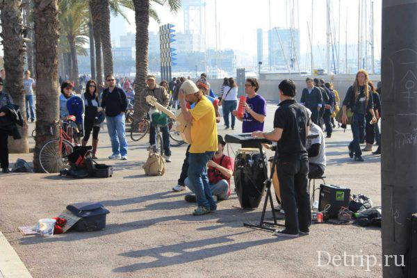 Музыканты на набережной Барселоны