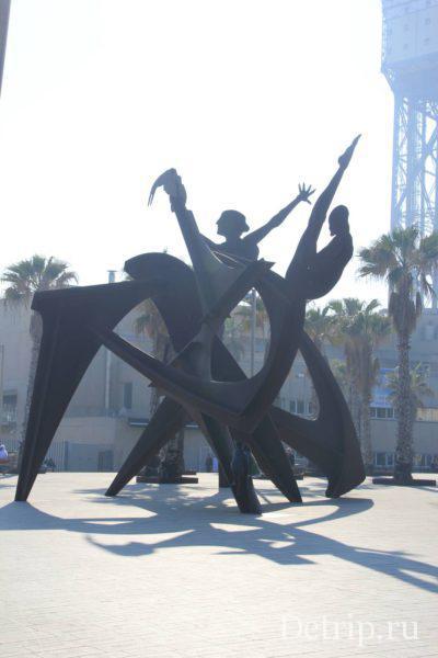 Скульптура на пляже Барселонетта