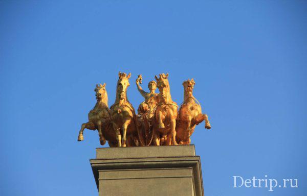 Колесница Аврора на фонтане Каскад