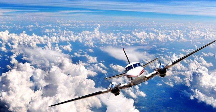 самолет и облака