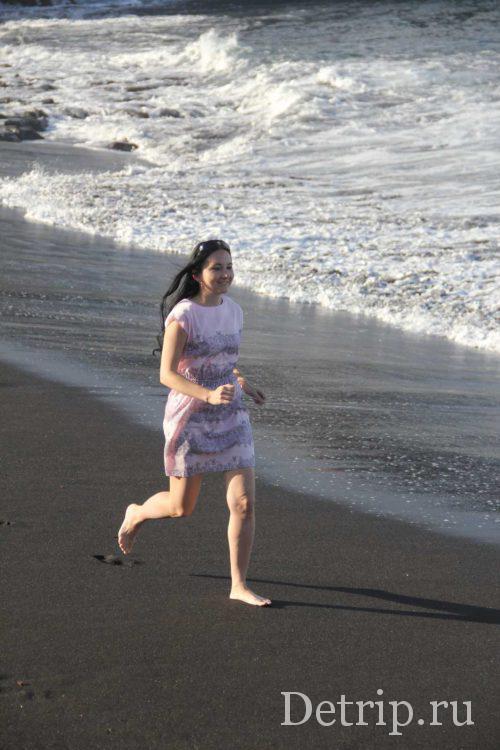 бегом по пляжу
