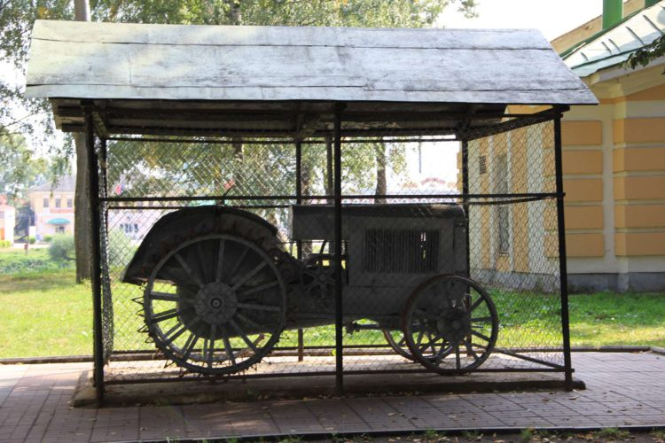 Первый трактор в Угличе